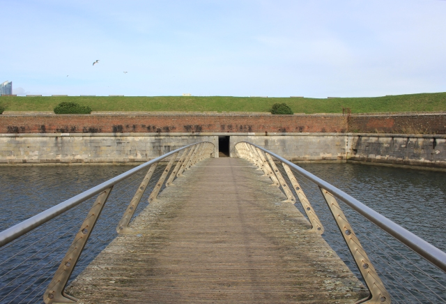 Spur Redoubt Footbridge