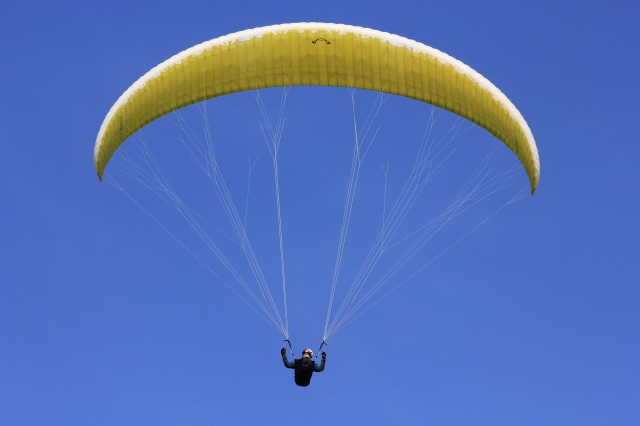Paraglider between Southbourne and Boscombe